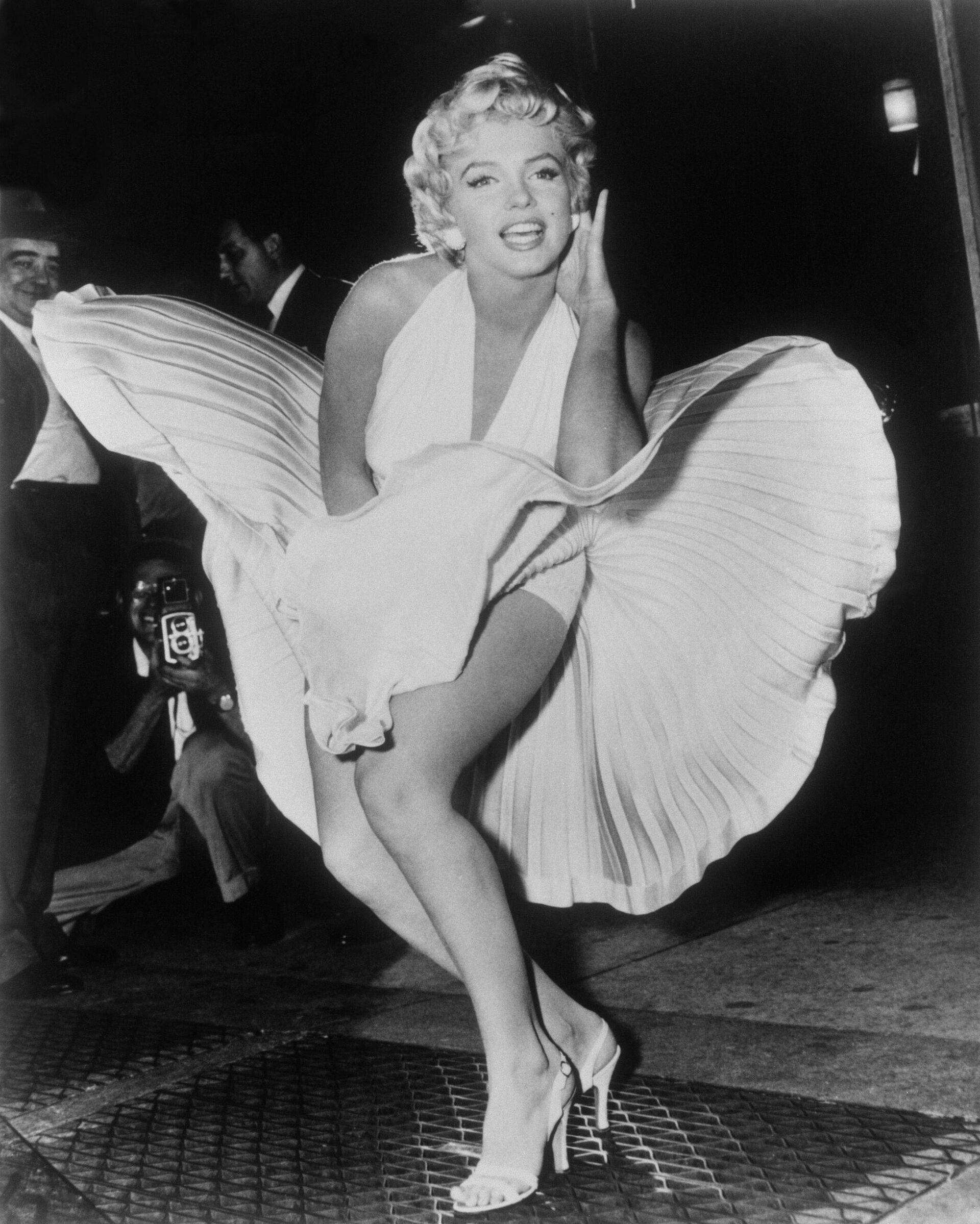 Мэрилин Монро позирует во время съемок фильма Зуд седьмого года на Манхэттене. 9 сентября 1954 года - РИА Новости, 1920, 24.11.2020