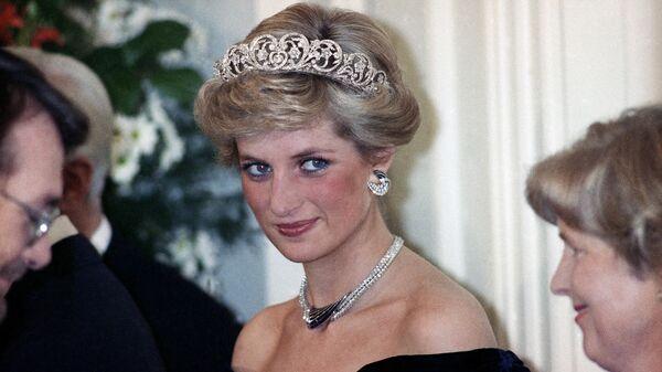Принцесса Уэльская во время вечернего приема, устроенного западно-германским президентом Рихардом фон Вайцзеккером в Бонне, Германия