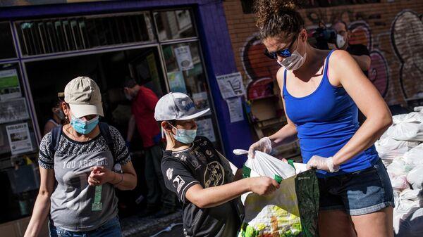 Очередь за бесплатной едой в Мадриде