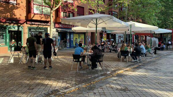 В Испании открылись для посетителей уличные кафе