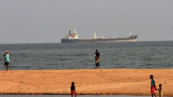 Судно у побережья Бенина