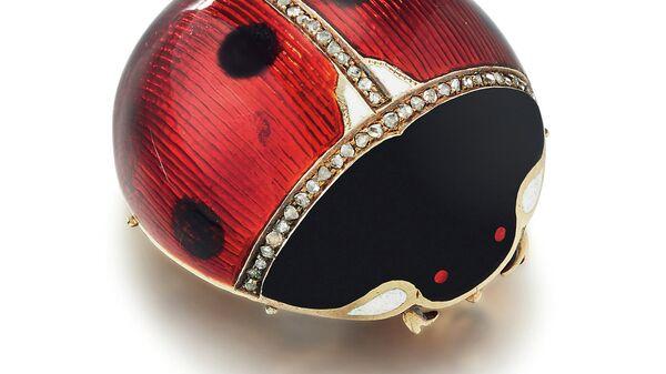 Украшенная драгоценными камнями и эмалью клуазоне и шамплеве золотая брошь в форме божьей коровки Фаберже, клеймо мастерской Генрих
