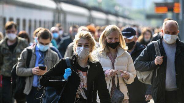 Пассажиры на станции второго Московского центрального диаметра