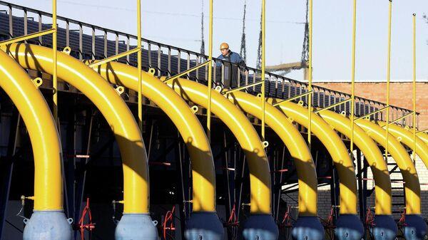 Рабочий на газокомпрессорной станции газопровода Ямал — Европа в районе города Несвиж