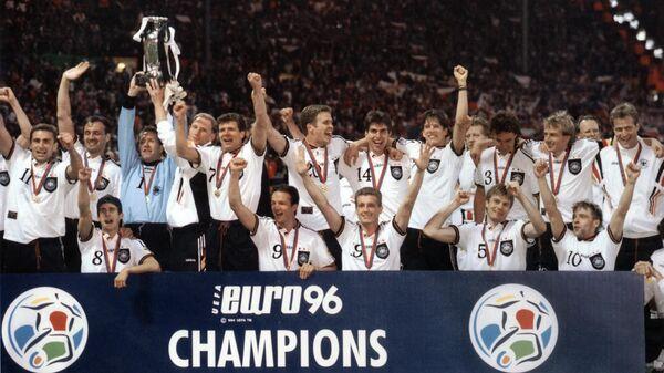 Сборная Германии после победы на ЕВРО-1996