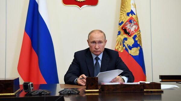 Президент РФ Владимир Путин во время рабочей встречи в режиме видеоконференции с губернатором Костромской области Сергеем Ситниковым