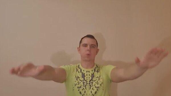 Врач показал упражнения для укрепления легких