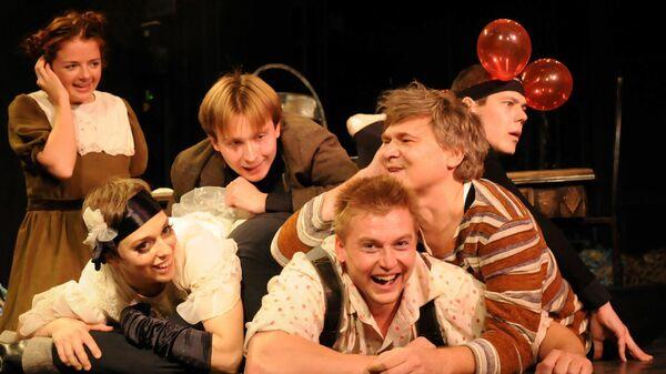 Сцена из спектакля Почти взаправду Российского академического молодежного театра