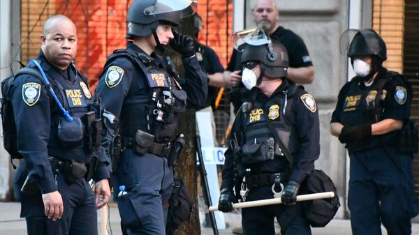 Сотрудники полиции на улице Вашингтона во время протестов