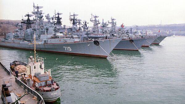 Военно-морские корабли Черноморского флота в бухте Севастополя