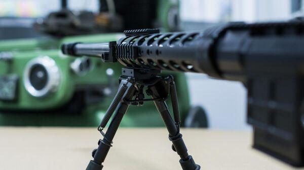 Снайперская винтовка на сошках на заводе по производству снайперских винтовок оружейной компании Lobaev Arms