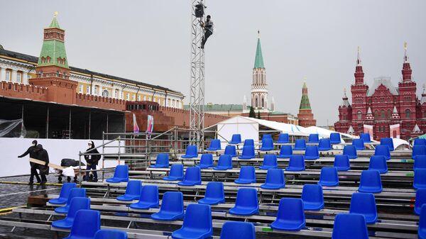 Подготовка открытой площадки к книжному фестивалю Красная площадь