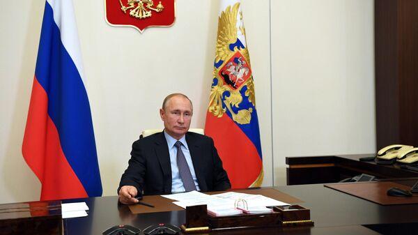 Президент РФ Владимир Путин в День русского языка проводит в режиме видеоконференции встречу с деятелями культуры