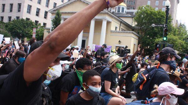 Протестующие в США