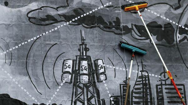 Установка баннера экоактивистами против распространения технологий 5G