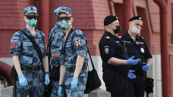 Сотрудники правоохранительных органов на Красной площади в Москве