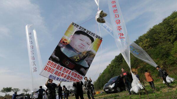 Запуск воздушных шаров с критикой властей КНДР в Паджу, Южная Корея
