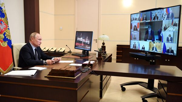 Президент РФ Владимир Путин проводит в режиме видеоконференции совещание по информационным технологиям и связи