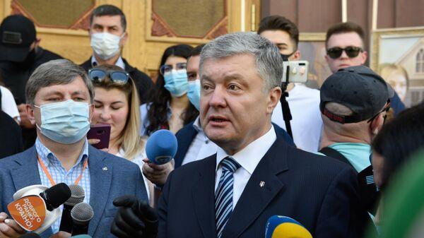 Петр Порошенко у здания Государственного бюро расследований в Киеве