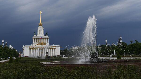Фонтан на ВДНХ в Москве