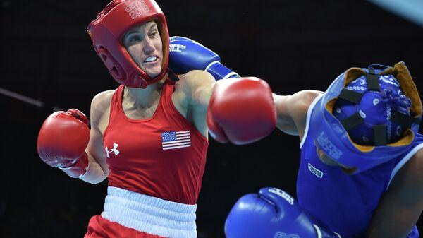 Бронзовый призер чемпионата мира по боксу 2018 года американка Вирджиния Фукс (слева)
