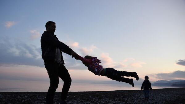 Наивно ждал отпуска: как живут отцы в декрете?