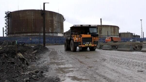 Ликвидация последствий розлива нефтепродуктов из резервуара ТЭЦ-3 под Норильском. Стоп-кадр видео