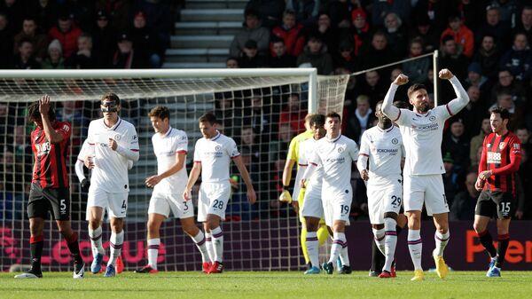 Футболисты Челси празднуют гол в ворота Борнмута в матче английской Премьер-лиги