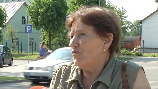 Латвийский врач устроил перепалку с русскоязычной пенсионеркой