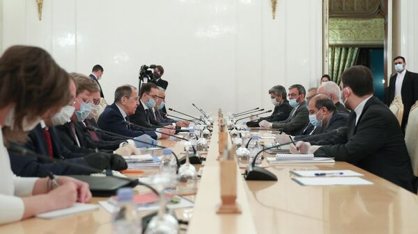 Министр иностранных дел РФ Сергей Лавров и министр иностранных дел Ирана Мухаммад Джавад Зариф во время встречи в Москве