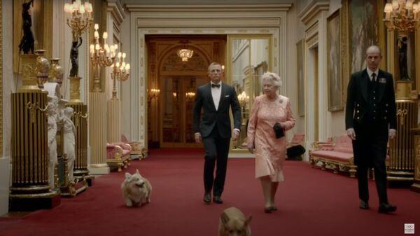 Елизавета II и Джеймс Бонд (Дэниел Крейг) в ролике к открытию Олимпиады
