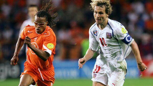 Игровой момент матча Нидерланды - Чехия на ЕВРО-2004