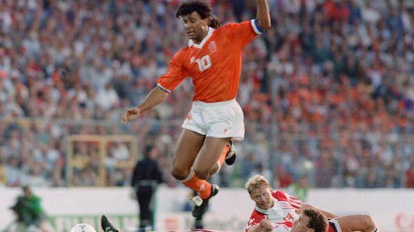 Игровой момент полуфинального матча ЕВРО-92 Дания - Нидерланды