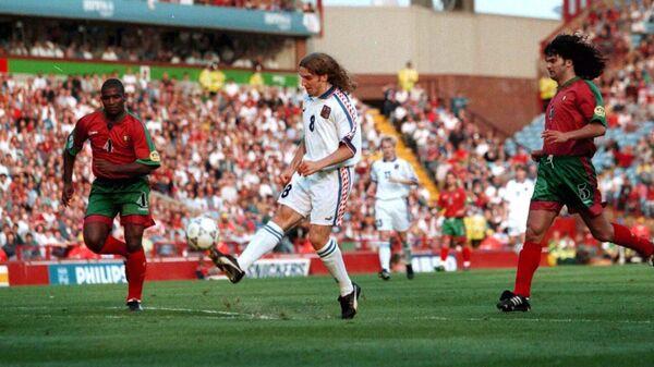 Карел Поборски во время матча со сборной Португалии на ЕВРО-96