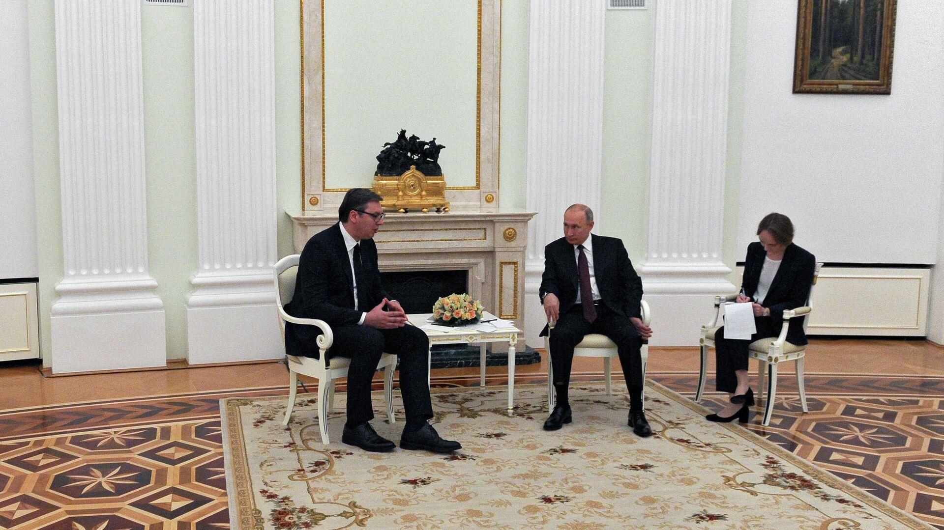 Президент РФ Владимир Путин и президент Сербии Александр Вучич во время встречи - РИА Новости, 1920, 20.08.2020