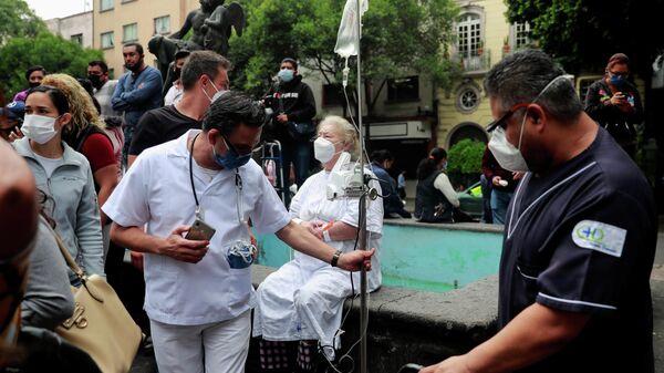 Пациенты и медицинские работники одной из больниц Мехико после землетрясения. 23 июня 2020