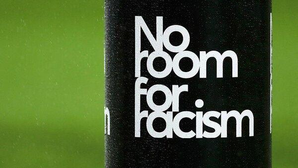 Призыв против расизма на матче АПЛ