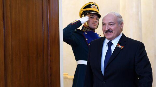 Президент Белоруссии Александр Лукашенко перед началом военного парада в ознаменование 75-летия Победы в Великой Отечественной войне