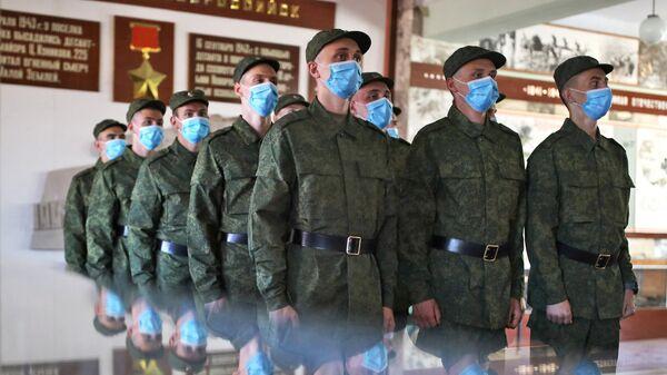 Призывники перед отправкой на службу в Президентский полк в музее сборного пункта Краснодарского края