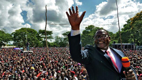 Лидер оппозиционной Партии конгресса Малави Лазарус Чаквера обращается к своим сторонникам