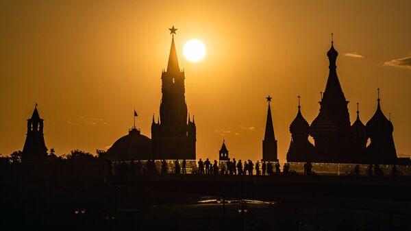 Закат солнца на фоне Кремля