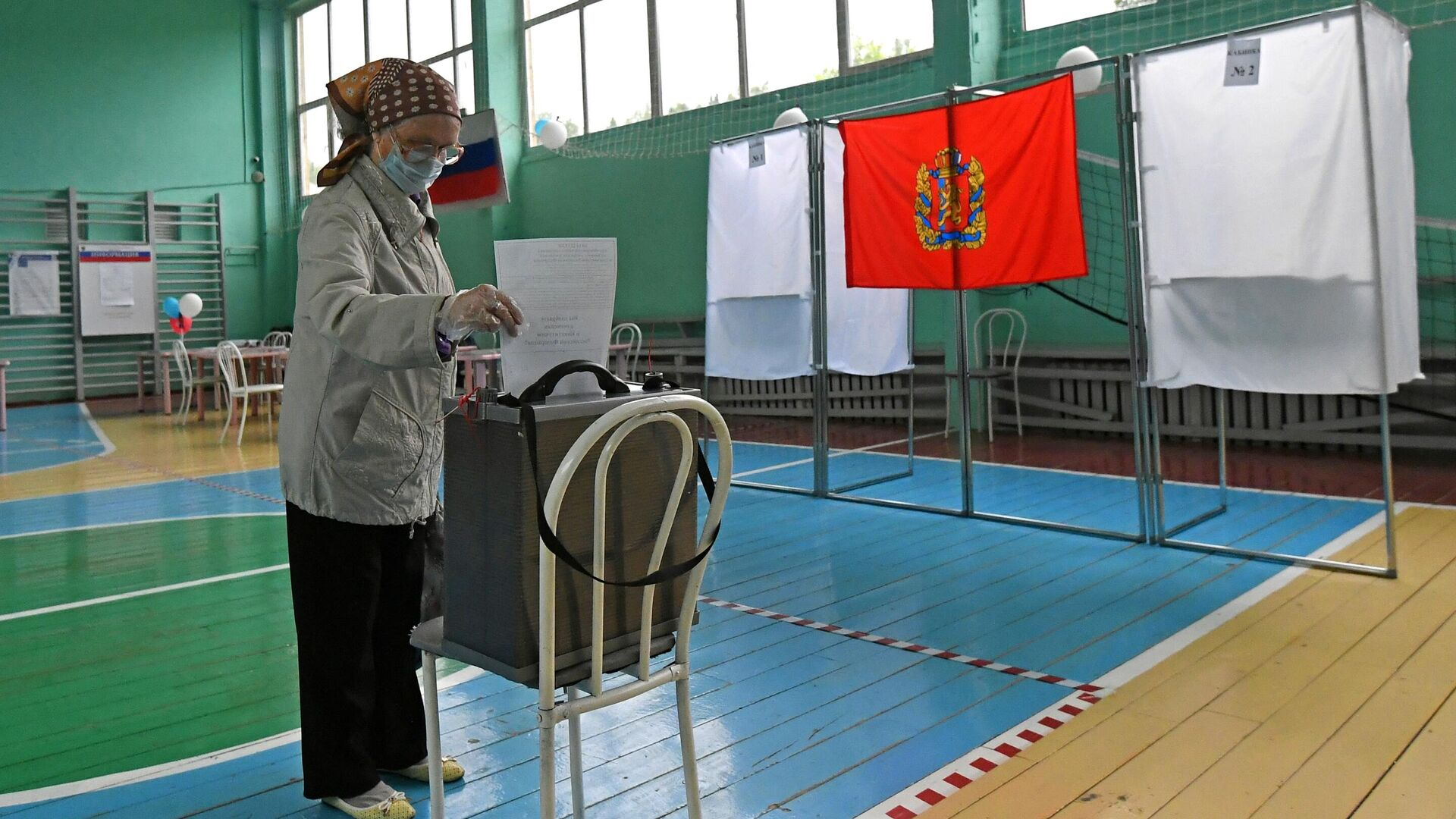 Голосование на избирательном участке в школе - РИА Новости, 1920, 04.09.2020