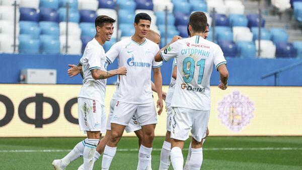 Футболисты Зенита в матче РПЛ против Тамбова
