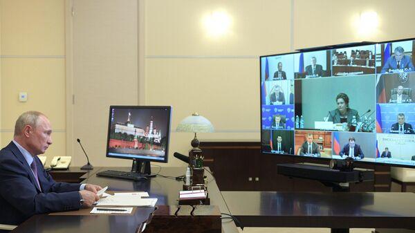 Президент РФ Владимир Путин проводит заседание Российского организационного комитета Победа в режиме видеоконференции