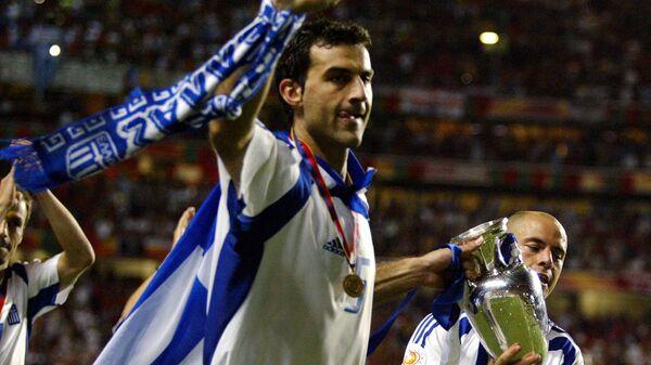 Траянос Деллас после победы сборной Греции в финале ЕВРО-2004