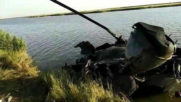Кадры с места жесткой посадки вертолета Ми-2 в Ростовской области