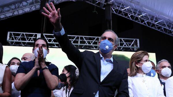 Кандидат от оппозиционной Современной революционной партии Луис Абинадер после победы на президентских  выборах в Сантьяго