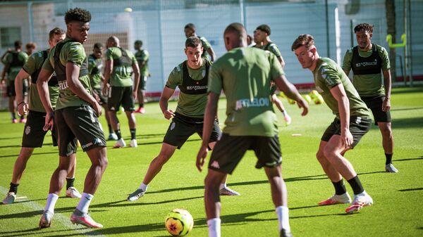 Футболисты Монако на тренировке