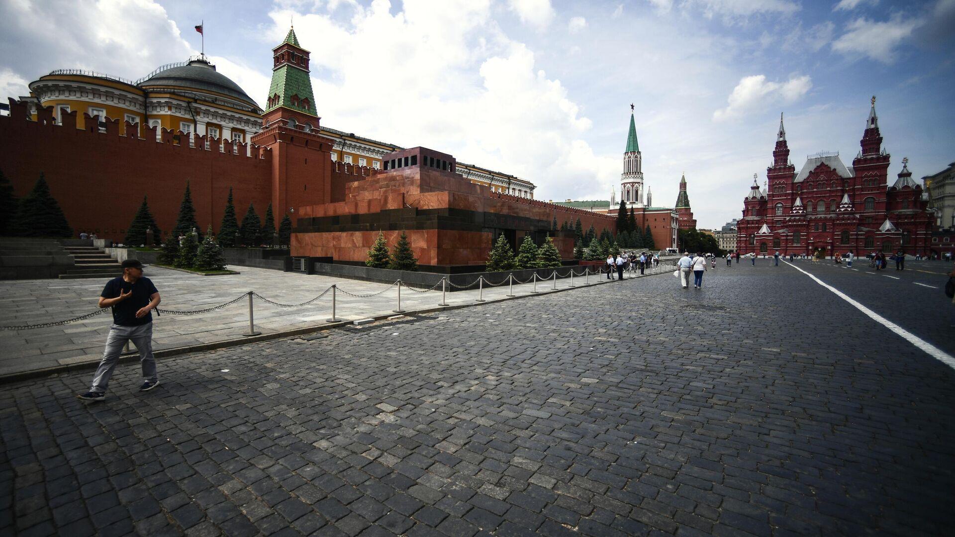 Прохожие на Красной площади в Москве - РИА Новости, 1920, 12.09.2020