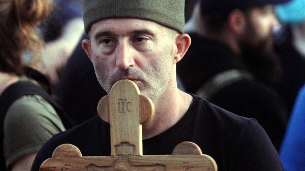 Участник протеста в Белграде после введения комендантского часа